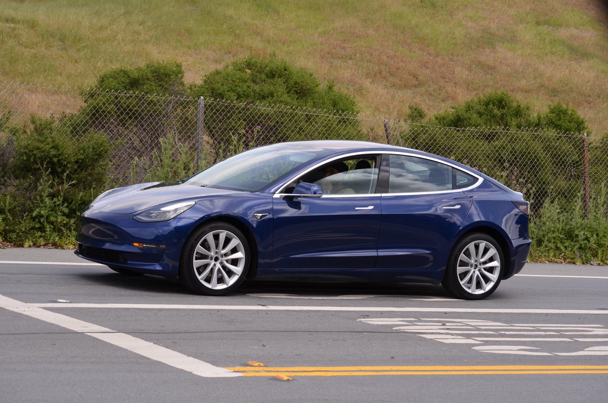 Hackean El Tesla Model 3 Y Les Regalan Un Auto Y 375 Mil